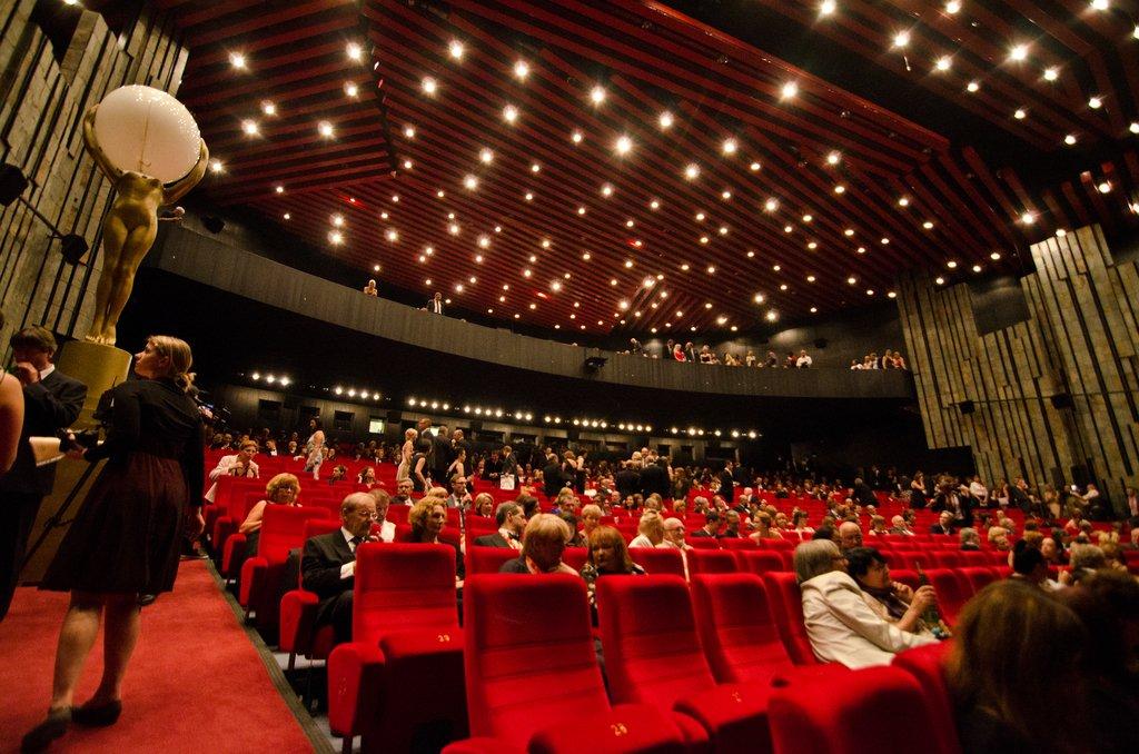 size 7 buying cheap lowest price Открылся 47-й международный кинофестиваль в Карловых Варах ...